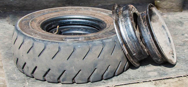 Split rims are multi-piece or divided rims and wheels that are the held together by bolts or a lock ring